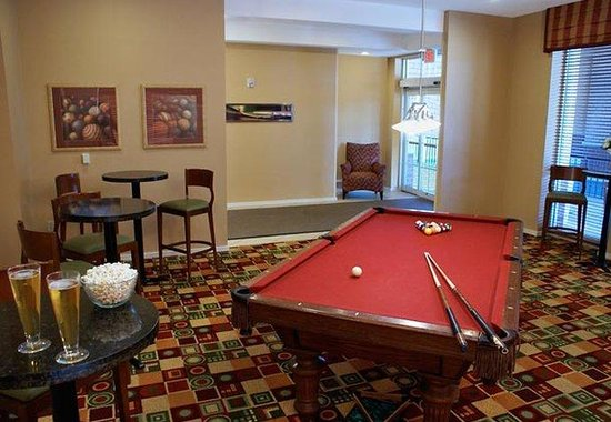 Residence Inn Tallahassee Universities at the Capitol: Gatehouse Pool Table