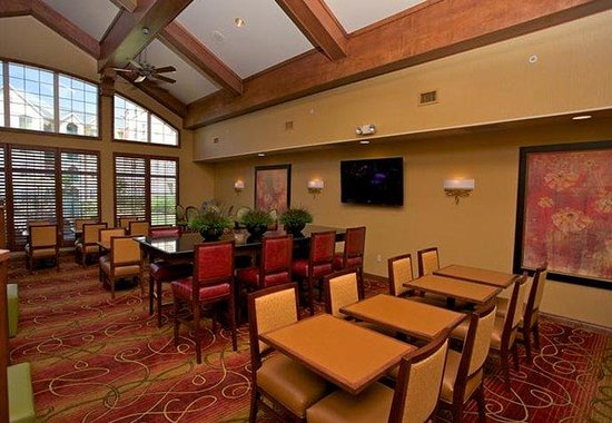 Residence Inn Springfield: Hearth Room