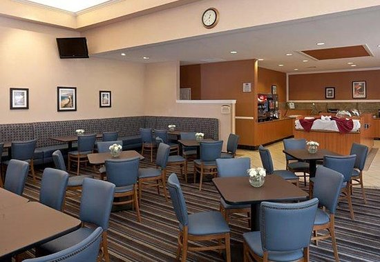 Residence Inn San Diego Mission Valley: Dining Area