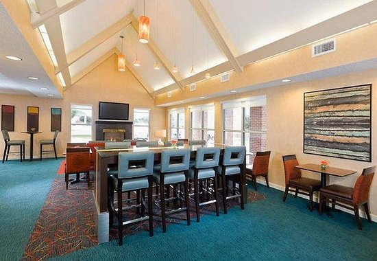 Residence Inn Dallas Lewisville: Gatehouse