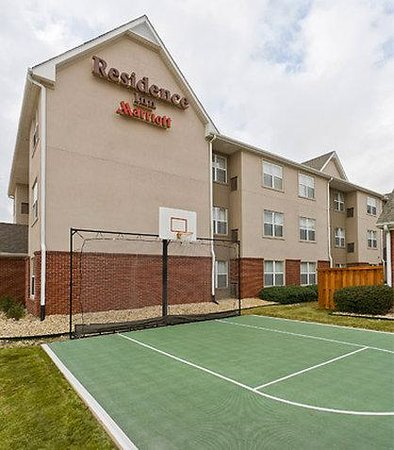 Lewisville, TX: Sport Court