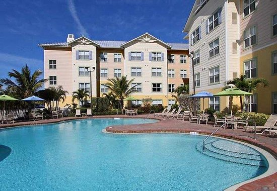 Residence Inn Cape Canaveral Cocoa Beach: Outdoor Pool