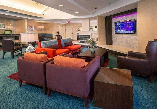 Residence Inn by Marriott Charlottesville: Hearth Room