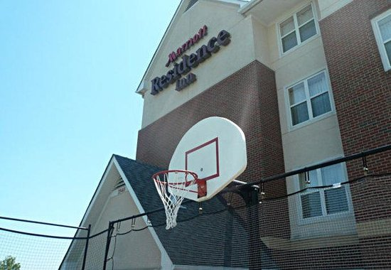 Residence Inn Richmond Northwest: Sport Court