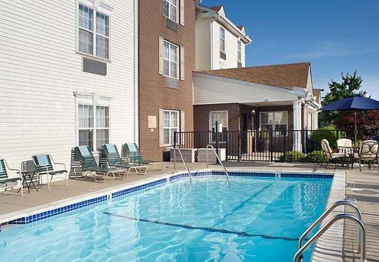 TownePlace Suites Cincinnati Blue Ash: Outdoor Pool