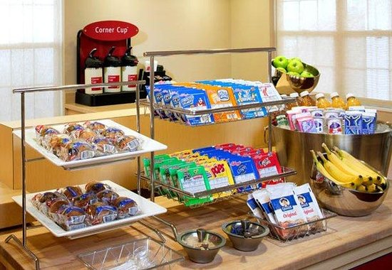 TownePlace Suites Cincinnati Northeast: Breakfast Bar