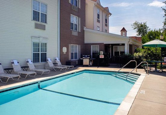 TownePlace Suites Cincinnati Northeast: Outdoor Pool