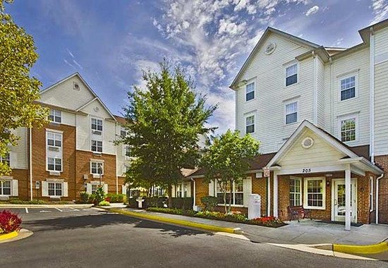 TownePlace Suites Falls Church: Exterior