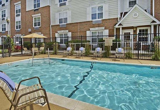 TownePlace Suites Falls Church: Outdoor Pool