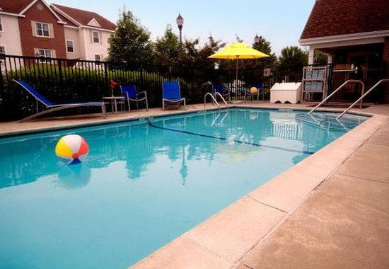 Tewksbury, Массачусетс: Outdoor Pool