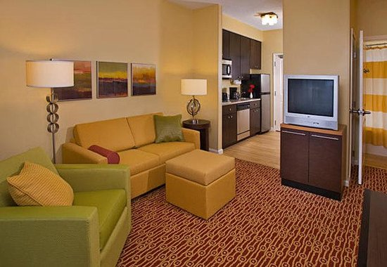 Johnston, IA: One-Bedroom Suite