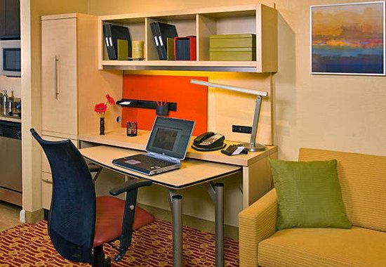TownPlace Suites Des Moines Urbandale: Home Office