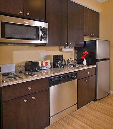TownePlace Suites by Marriott - Newport News Yorktown: Suite Kitchen