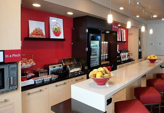 TownePlace Suites by Marriott - Newport News Yorktown: Breakfast Area