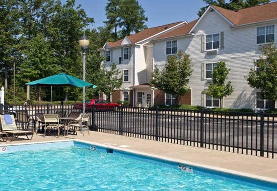 TownePlace Suites by Marriott - Newport News Yorktown: Outdoor Pool