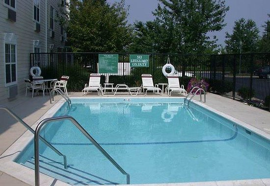 TownePlace Suites Sterling Dulles North: Outdoor Pool
