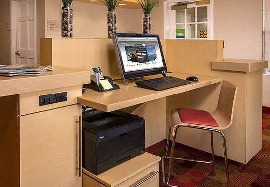TownePlace Suites Chantilly: Business Center