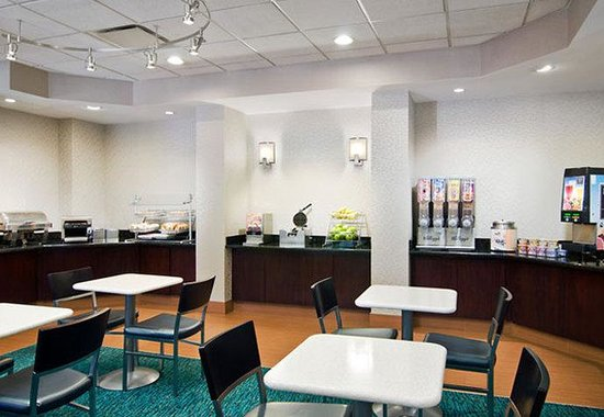 SpringHill Suites Nashville Airport: Breakfast Area