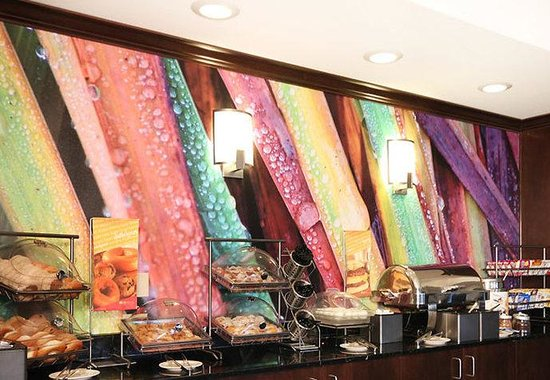 SpringHill Suites Phoenix Chandler/Fashion Center: Breakfast Buffet