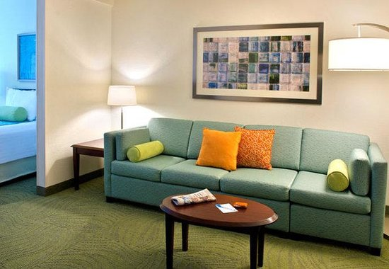SpringHill Suites Boston Andover: Suite Living Area