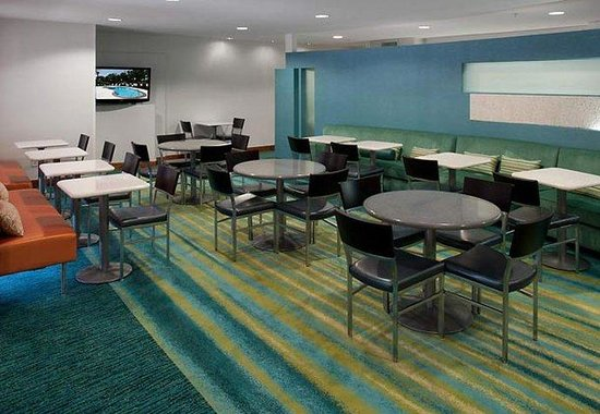 SpringHill Suites Arlington: Breakfast Dining Area