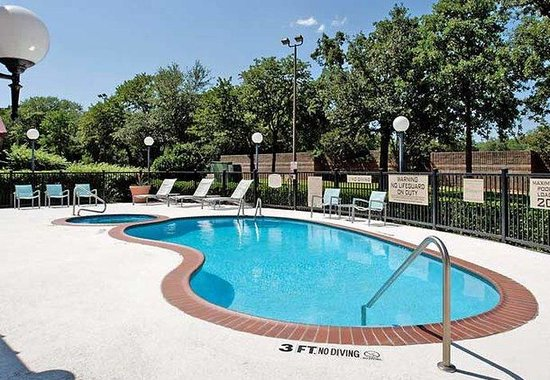 SpringHill Suites Arlington: Outdoor Pool