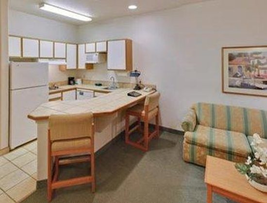 Aransas Pass, TX: King Suites W/separated bedroom