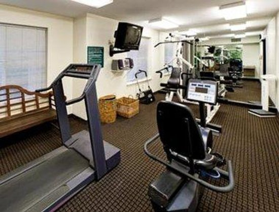 Hawthorn Suites by Wyndham Lancaster: Fitness Room