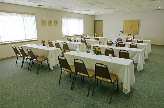 Americas Best Value Inn La Crosse: Meeting Area