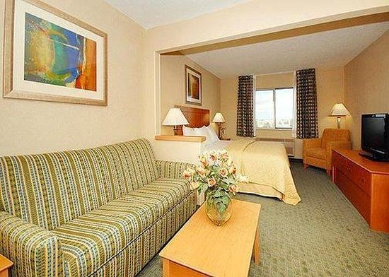 Comfort Inn Lee&#39;s Summit: Suite -OpenTravel Alliance - Suite-