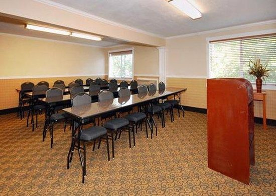 Comfort Inn & Suites West: Meeting Room