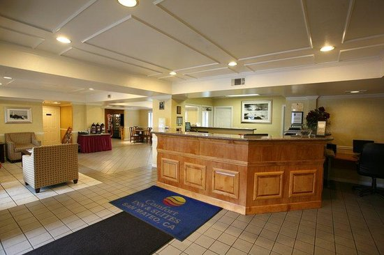 Comfort Inn Airport South: front desk