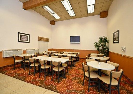 Comfort Inn of Butte: Breakfast seating