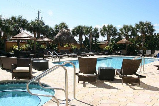 Hampton Inn &amp; Suites St. Augustine-Vilano Beach: Outdoor Pool and Whirlpool