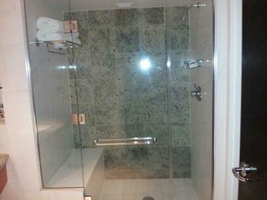 Borgata Hotel Casino & Spa: 2-3 PERSON SHOWER WITH SITTING BENCH