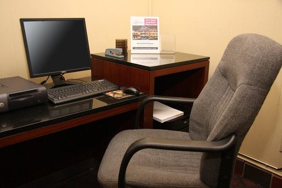 Clarion Hotel Anaheim Resort: business center