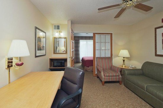 Country Inn & Suites Columbus Airport: CountryInn&Suites ColumbusAirport  Suite