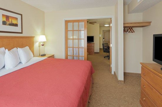 Country Inn &amp; Suites Columbus Airport: CountryInn&amp;Suites ColumbusAirport  GuestRoom