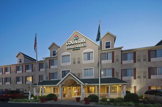 Country Inn &amp; Suites Columbus Airport: CountryInn&amp;Suites ColumbusAirport  ExteriorNight