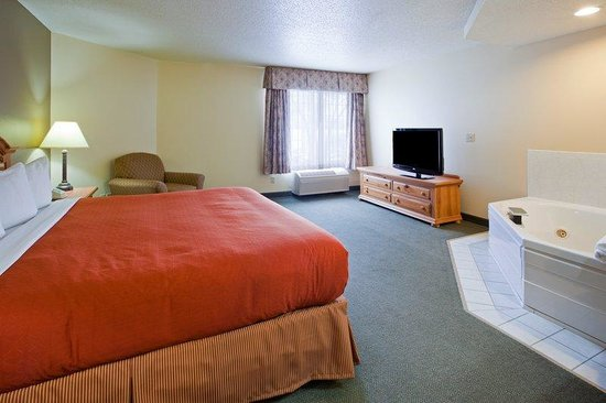 Chippewa Falls, WI: CountryInn&amp;Suites ChippewaFalls WhirlpoolSuite