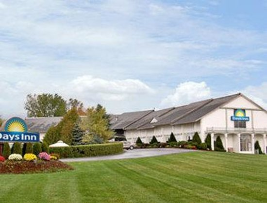 Welcome to the Days Inn Burlington-Shelburne