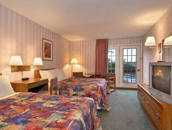 Shelburne, VT: Standard Two Queen Bed Room