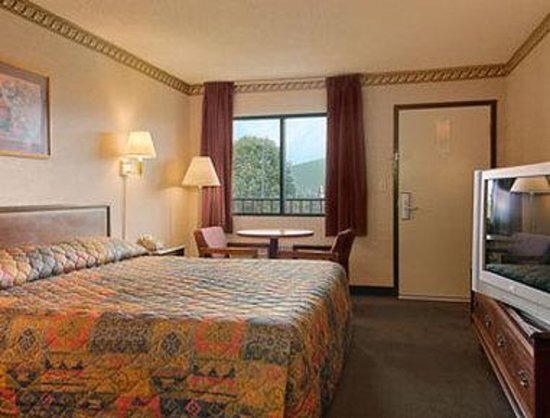 New Market, VA: Standard King Bed Room