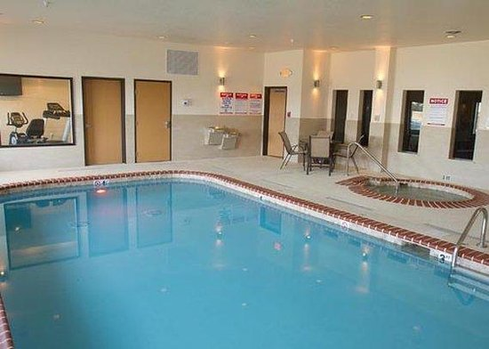 Comfort Suites Mattoon: pool