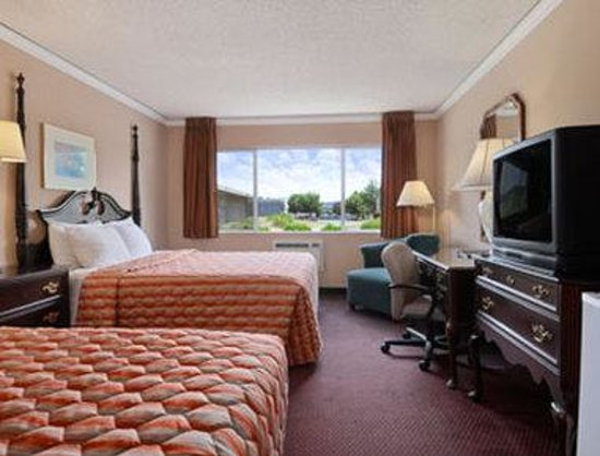 Days Inn Kent - Meeker St.: Standard Two Queen Room