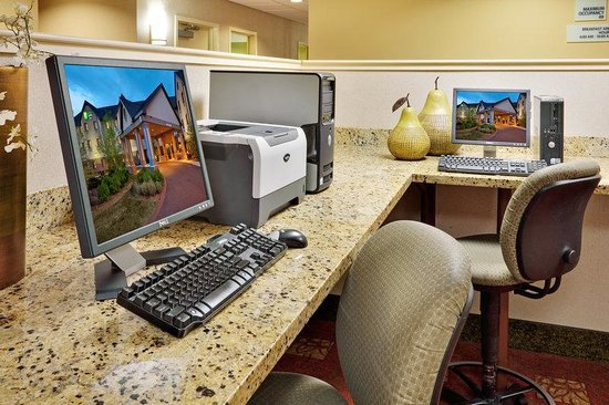 Holiday Inn Express & Suites Bradley Airport: Holiday Inn Express & Suites Bradley Business Center