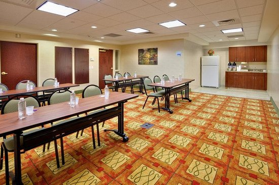 Holiday Inn Express & Suites Bradley Airport: Holiday Inn Express & Suites Bradley Meeting Room