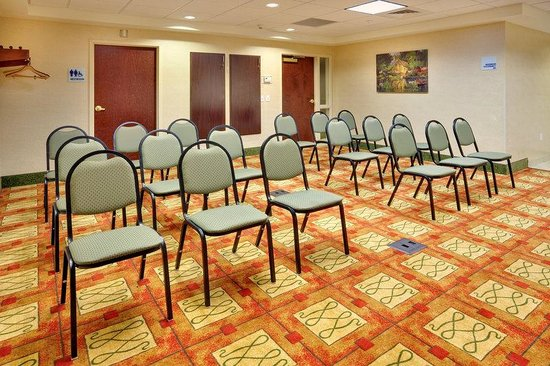 Holiday Inn Express & Suites Bradley Airport: Holiday Inn Express & Suites Bradley Theater Meeting