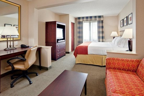 Holiday Inn Express & Suites Bradley Airport King Bed