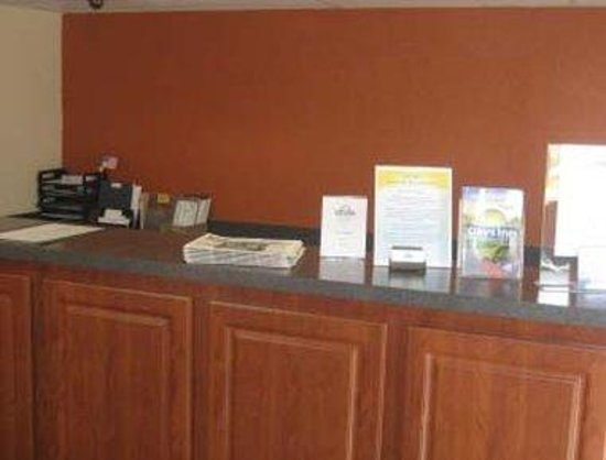 Days Inn Bradenton I-75: Front Desk